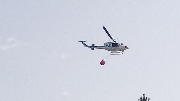 Helikopter MUP-a Srbije u akciji gašenja požara - Sputnik Srbija