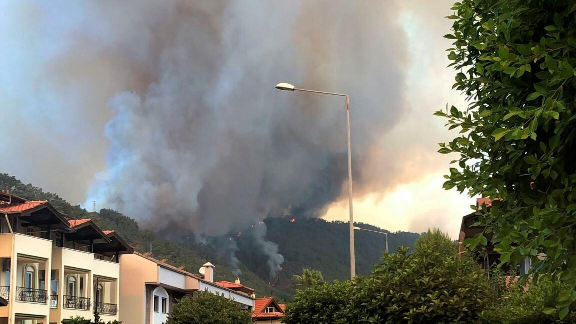 Požar u blizini hotela u Marmarisu u Turskoj. - Sputnik Srbija, 1920, 03.08.2021