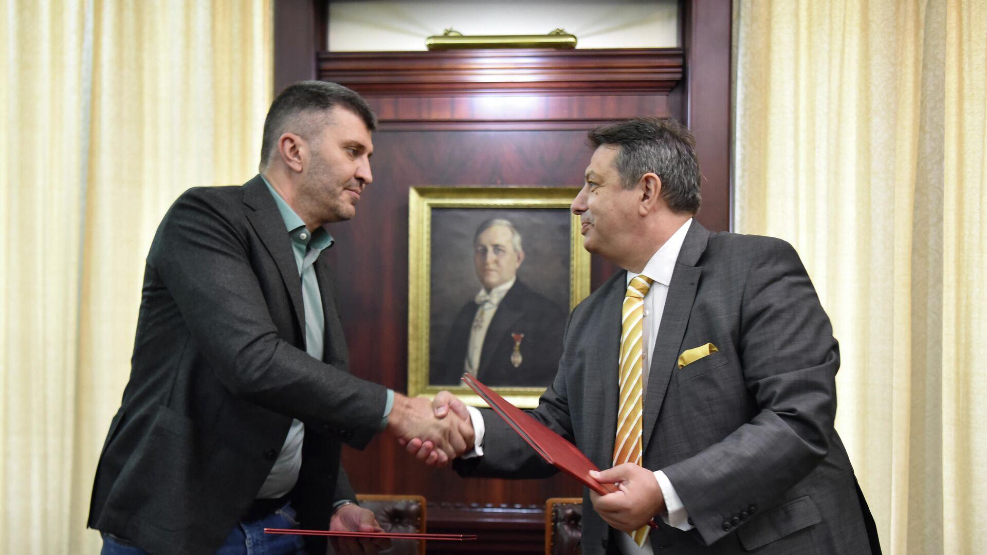 Zoran Đorđević i direktor Pošta Severne Makedonije Jani Makraduli - Sputnik Srbija, 1920, 02.08.2021