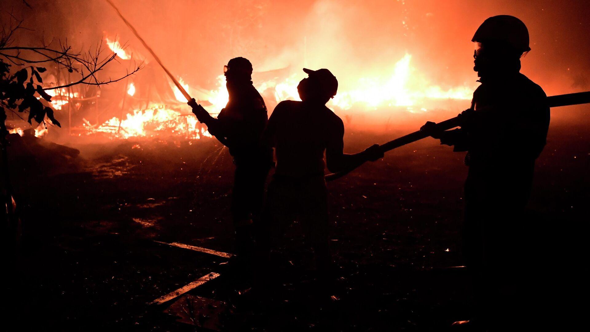 Ватрогасци гасе пожар у предграђу Атине - Sputnik Србија, 1920, 04.08.2021