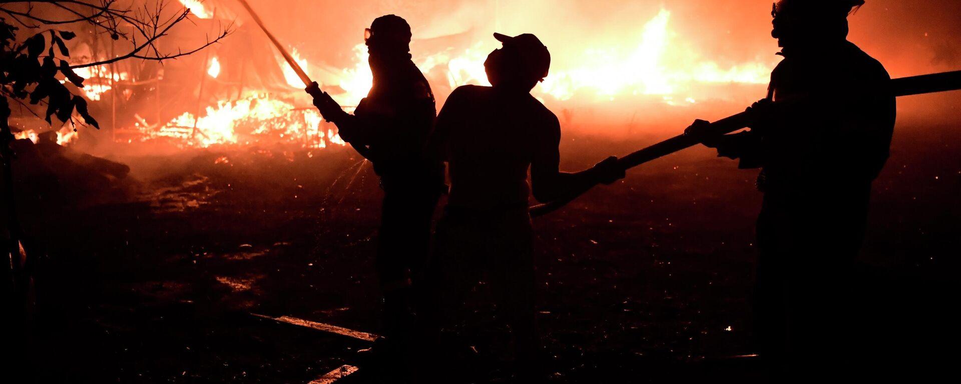 Vatrogasci gase požar u predgrađu Atine - Sputnik Srbija, 1920, 04.08.2021