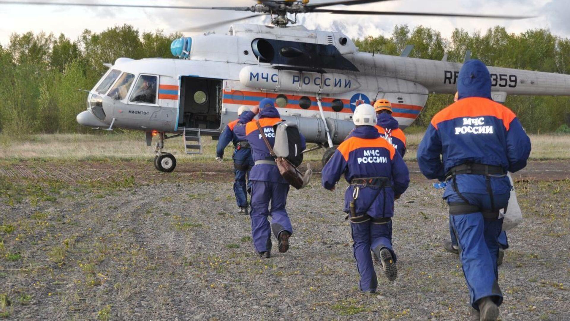 Spasilačka služba Ministarstva za vanredne situacije Rusije kreće na mesto pada Mi-8 - Sputnik Srbija, 1920, 12.08.2021
