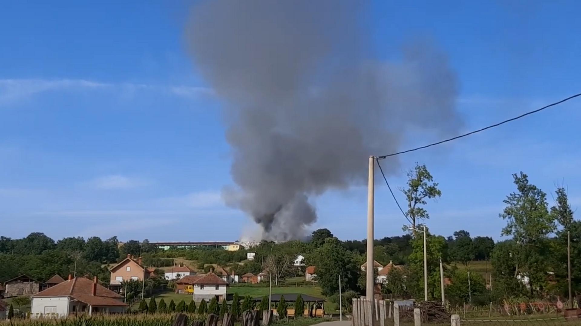 Požar na deponiji u Topoli - Sputnik Srbija, 1920, 13.08.2021
