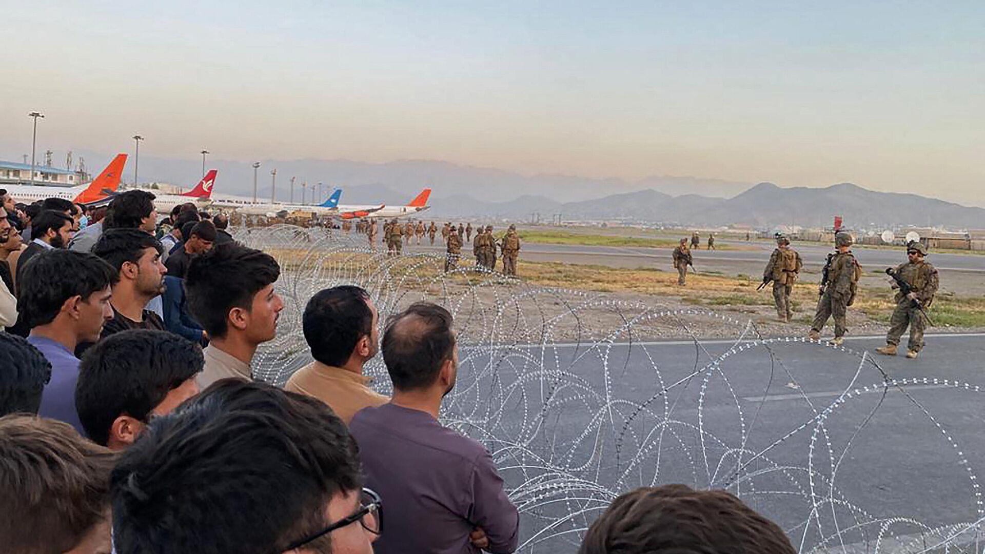 Avganistanci na aerodromu u Kabulu - Sputnik Srbija, 1920, 23.08.2021