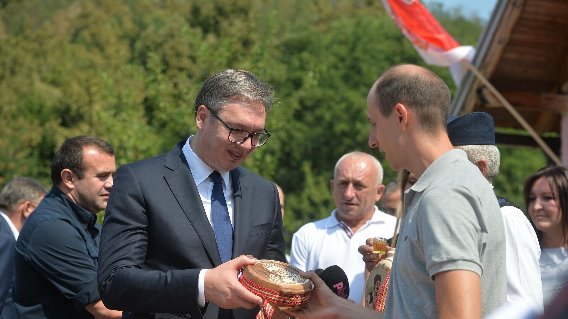 Aleksandar Vučić u poseti Bajinoj Bašti - Sputnik Srbija, 1920, 17.08.2021