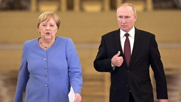 Prezident RF Vladimir Putin i federalьnый kancler Germanii Angela Merkelь pered načalom sovmestnoй press-konferencii - Sputnik Srbija