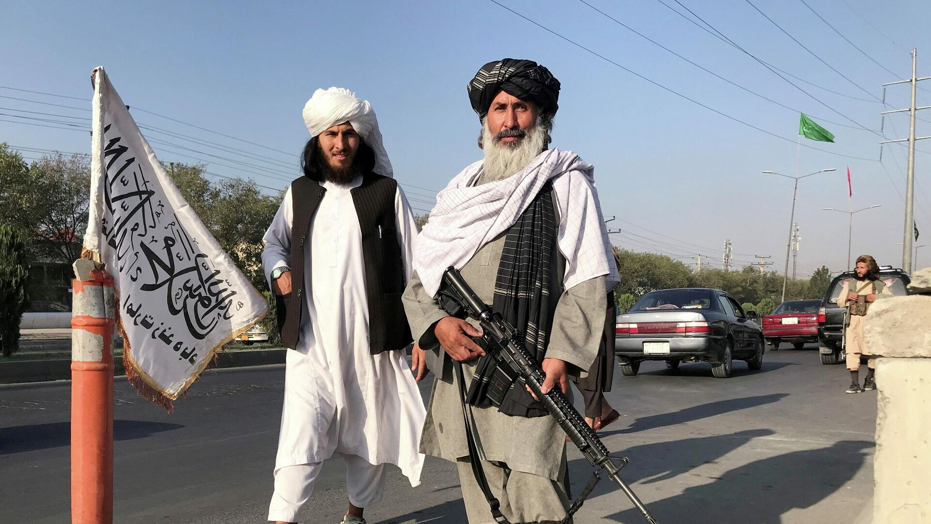 Pripadnici talibanskog pokreta naoružani puškama u Kabulu - Sputnik Srbija, 1920, 23.08.2021