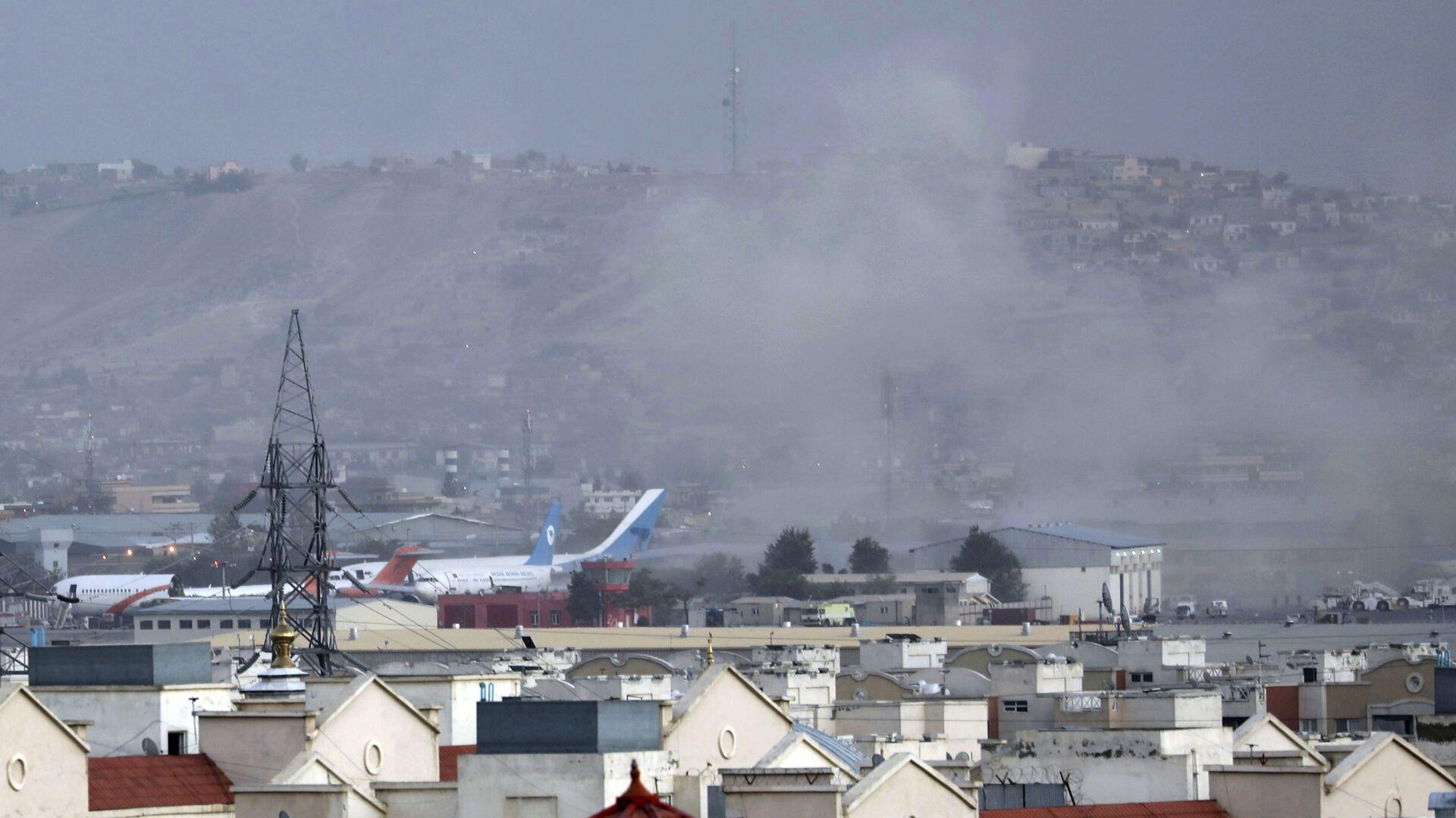 Dim nakon eksplozije na aerodromu u Kabulu - Sputnik Srbija, 1920, 27.08.2021
