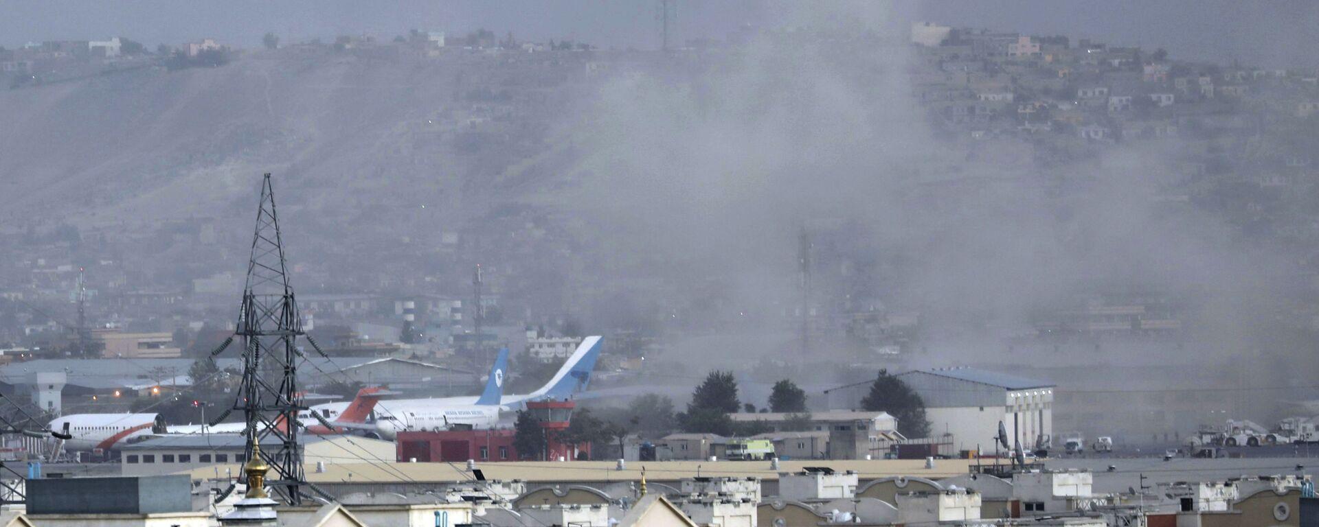 Dim nakon eksplozije na aerodromu u Kabulu - Sputnik Srbija, 1920, 26.08.2021