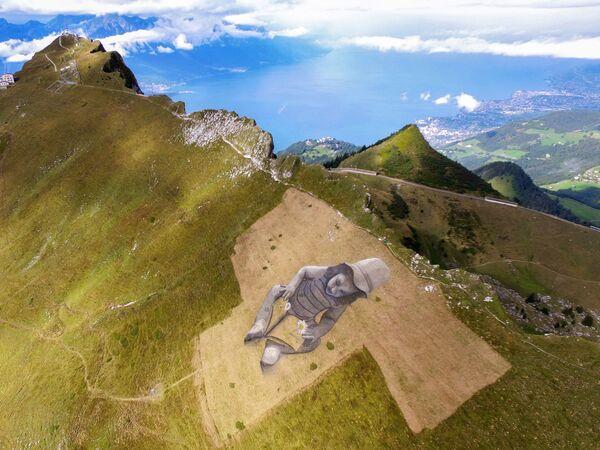 Џиновска слика у стилу ленд-арта француског сликара Гијома Легроа у швајцарским Алпима.  - Sputnik Србија