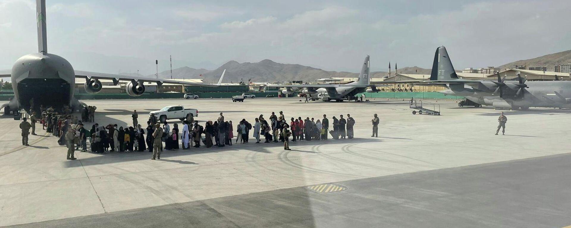 Евакуација грађана Авганистана и страних држављана са аеродрома у Кабулу - Sputnik Србија, 1920, 30.08.2021