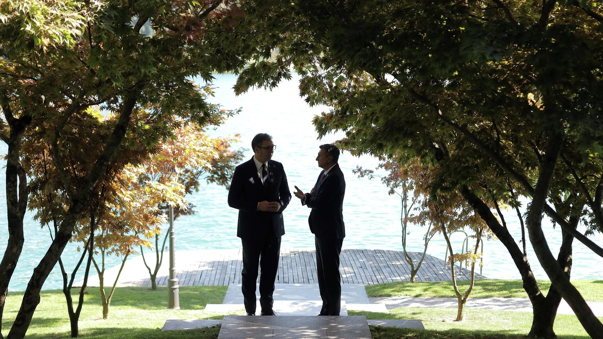 Vučić i Pahor na forumu na Bledskom jezeru gde je jedna od tema bila i inicijativa Otvoreni Balkan - Sputnik Srbija, 1920, 03.09.2021