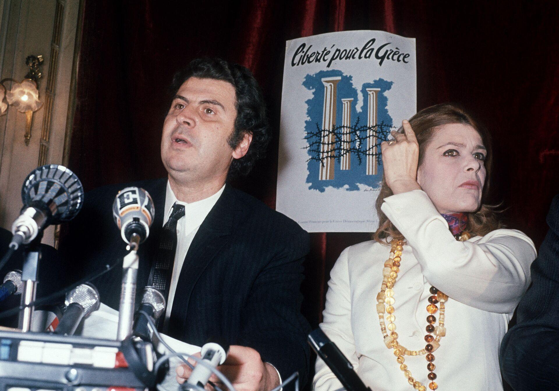 Melina Merkuri i Mikis Teodorakis govore na konferenciji za novinare u Parizu protiv režima vojne hunte u Grčkoj aprila 1970. - Sputnik Srbija, 1920, 02.09.2021