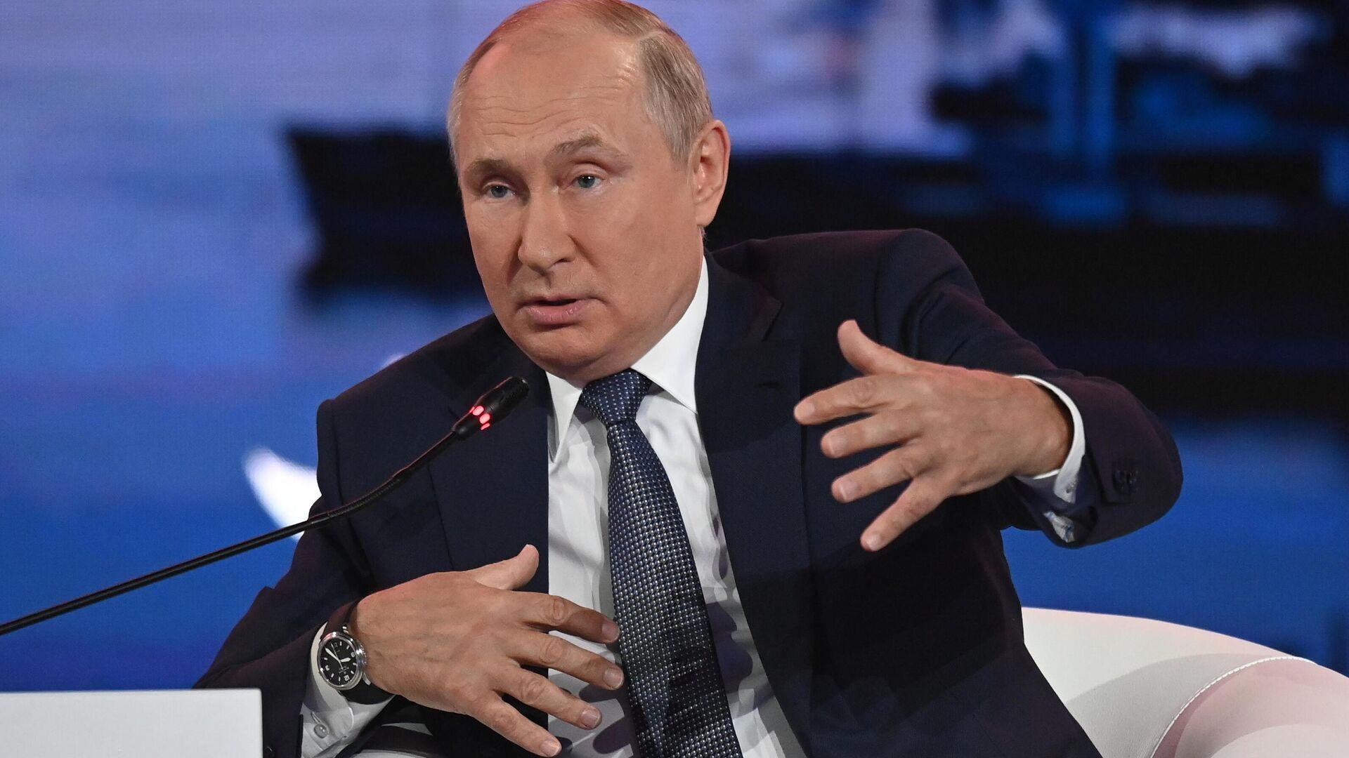 Председник Русије Владимир Путин на Источном економском форуму у Владивостоку - Sputnik Србија, 1920, 03.09.2021