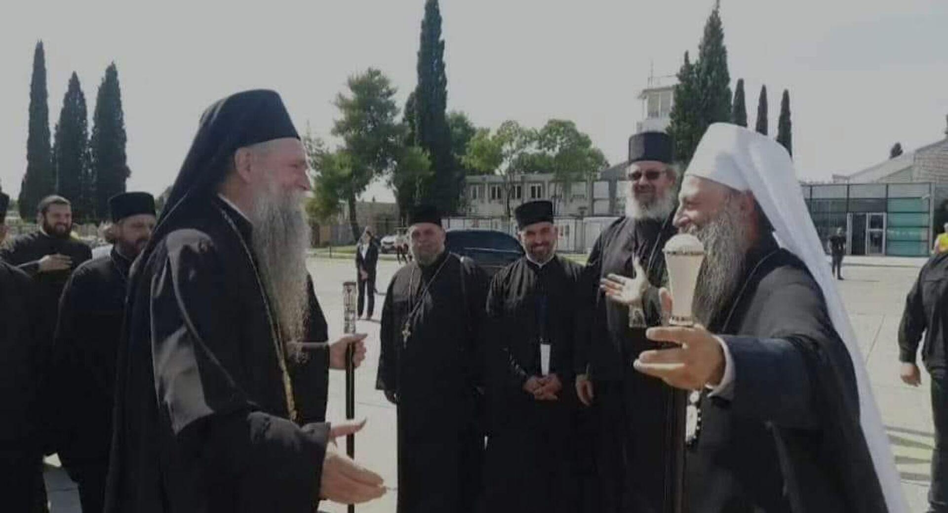 Митрополит Јоаникије дочекао патријарха Порфирија на аеродрому - Sputnik Србија, 1920, 04.09.2021