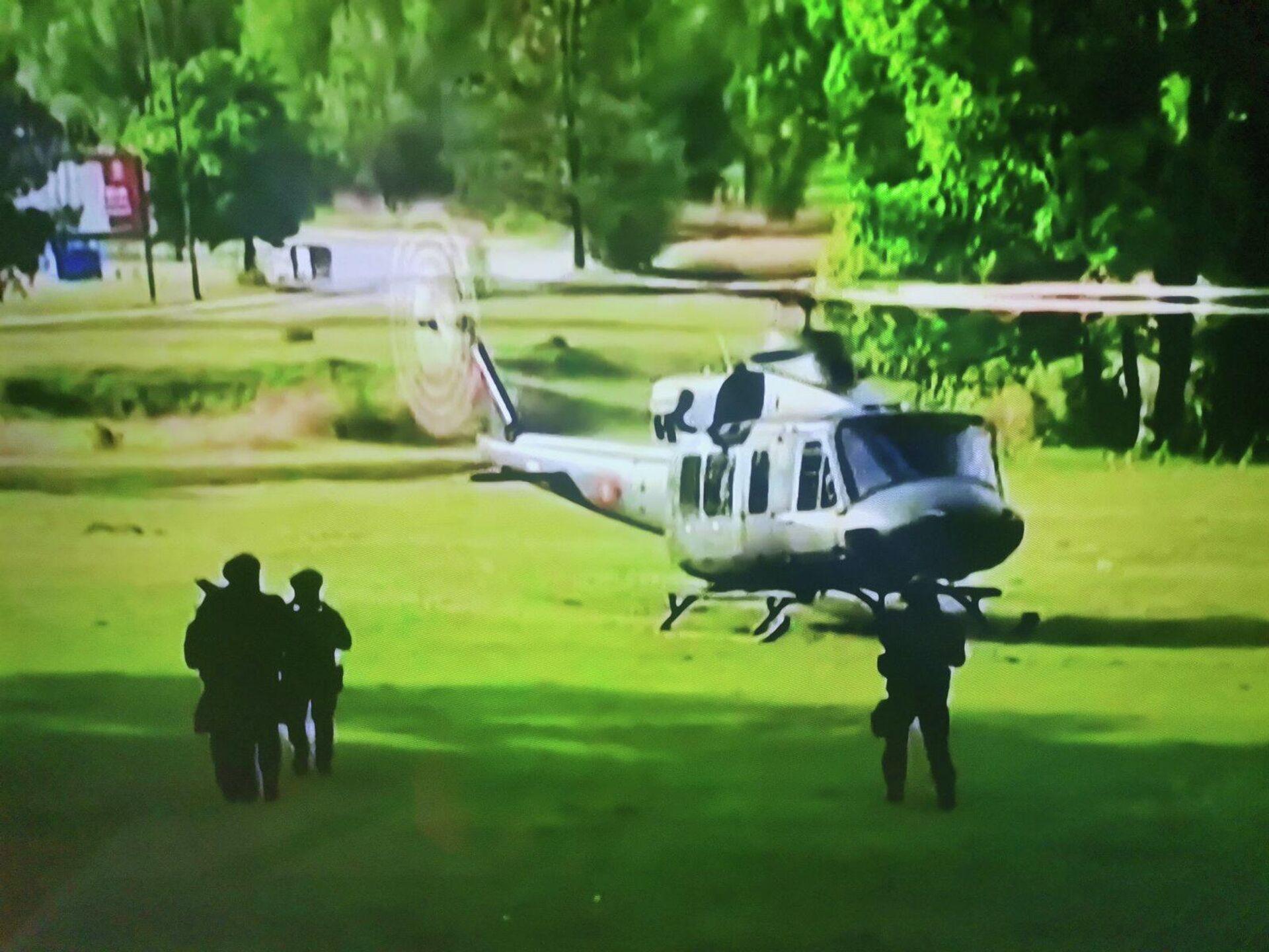 Тренутак слетања хеликоптера у ком су патријарх Порфирије и митрополит Јоаникије - Sputnik Србија, 1920, 05.09.2021