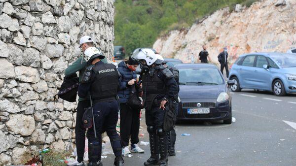 Полиција на блокадама испред Цетиња претреса и приводи учеснике - Sputnik Србија
