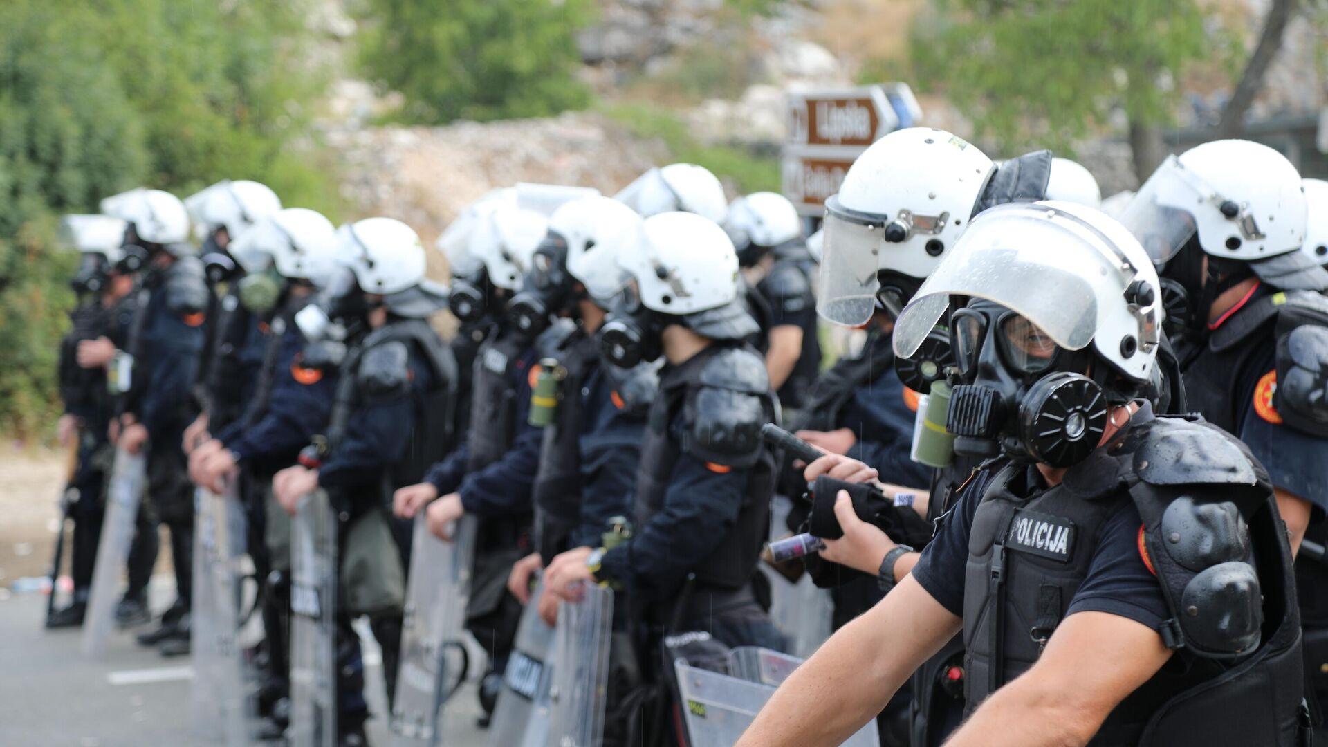 Полиција на блокадама испред Цетиња претреса и приводи учеснике - Sputnik Србија, 1920, 06.09.2021