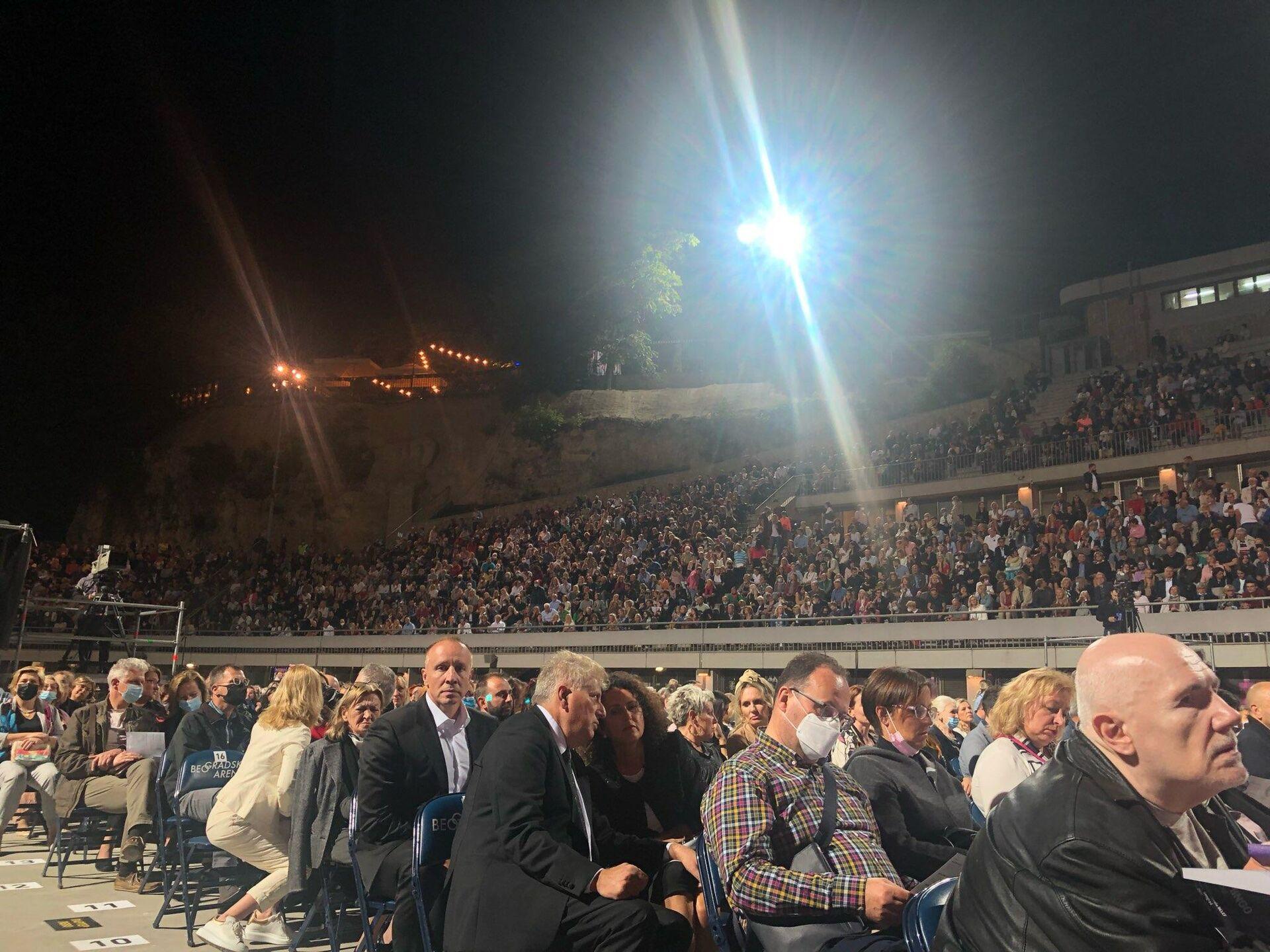 Publika na Tašmajdanu uživa u nastupu Plasida Dominga - Sputnik Srbija, 1920, 08.09.2021