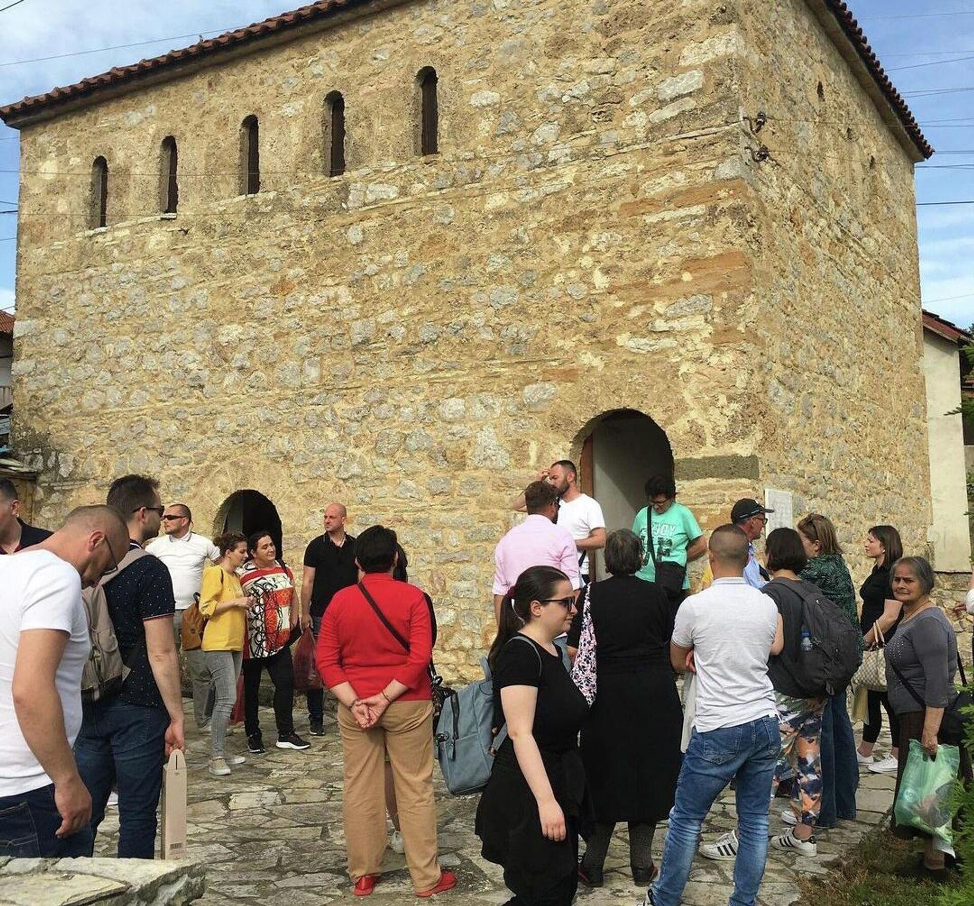 Један од ретких извора прихода у Великој Хочи је туризам, 25 домаћинстава зарађује нудећи смештај, већина гостију се врати у Метохију. - Sputnik Србија, 1920, 10.09.2021
