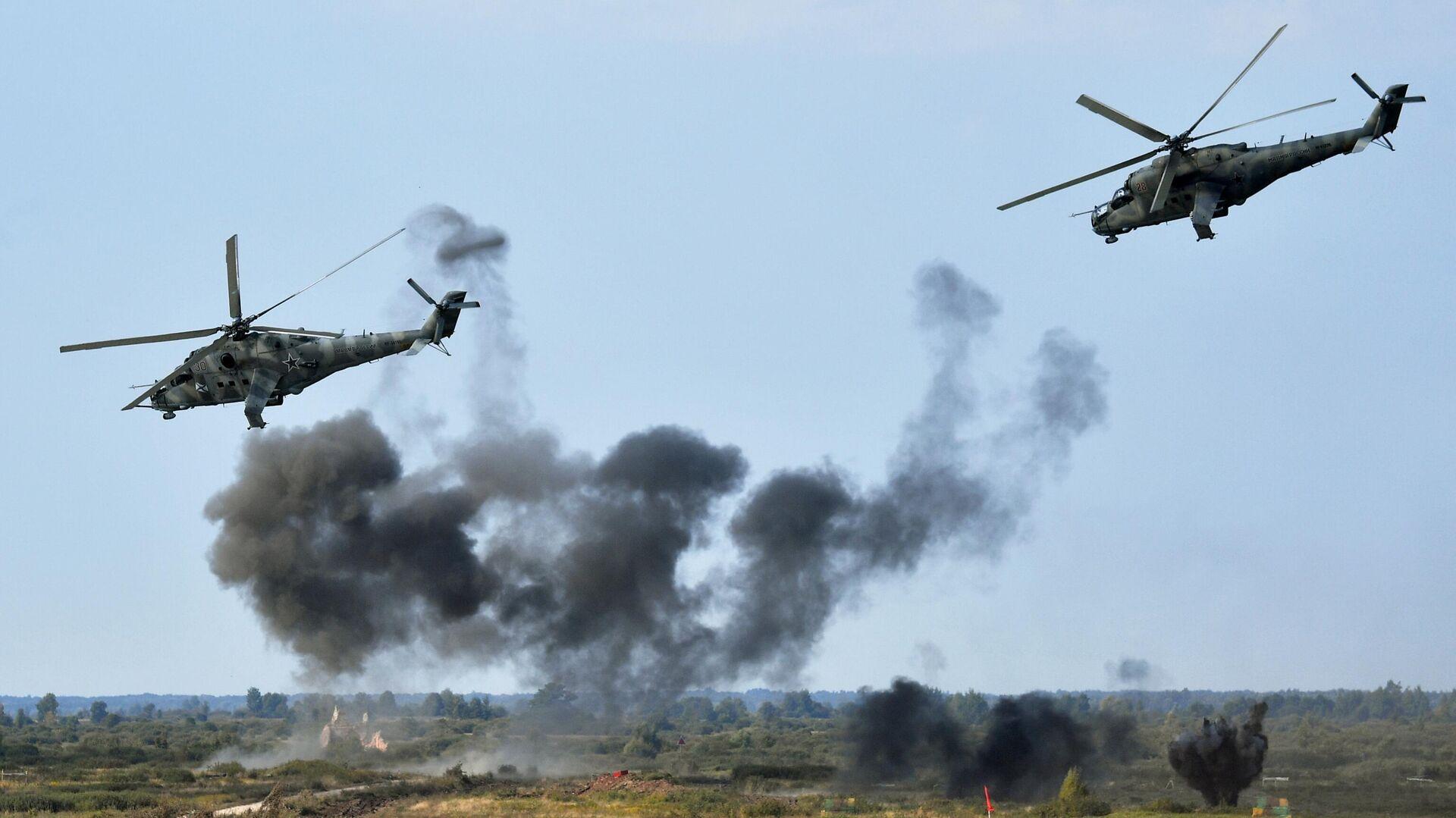 Руски хеликоптери Ми-24 на војним вежбама Запад 2021 - Sputnik Србија, 1920, 12.09.2021