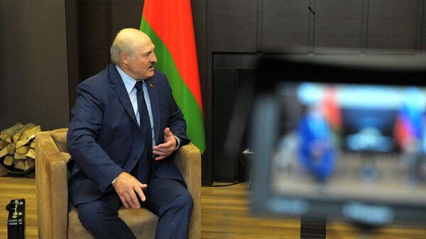 Prezident Belorussii Aleksandr Lukašenko vo vremя vstreči s prezidentom Rossii Vladimirom Putinыm - Sputnik Srbija