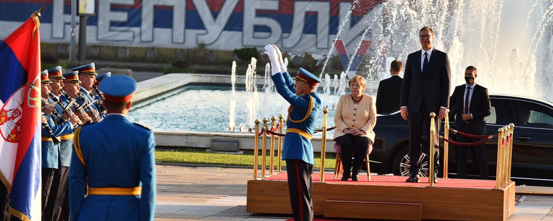 Angela Merkel sedi prilikom intoniranja himni u Beogradu - Sputnik Srbija, 1920, 13.09.2021