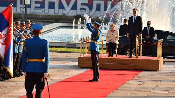 Angela Merkel sedi prilikom intoniranja himni u Beogradu - Sputnik Srbija