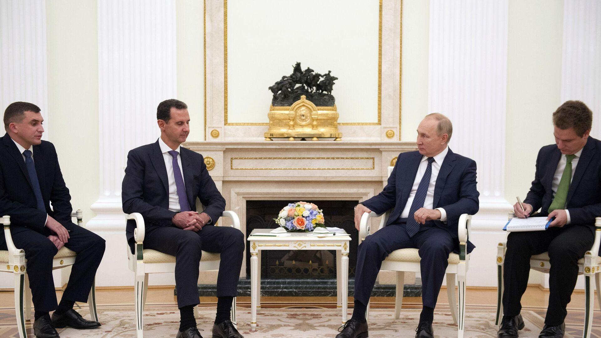 Predsednik Sirije Bašar el Asad i predsednik Rusije Vladimir Putin na sastanku u Kremlju - Sputnik Srbija, 1920, 14.09.2021