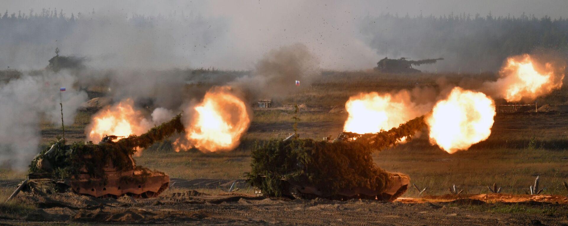 Самоходные артиллерийские установки (САУ) во время основного этапа учений Запад-2021 на полигоне Мулино в Нижегородской области - Sputnik Србија, 1920, 15.09.2021