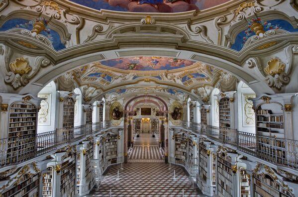 Biblioteka opatije u austrijskom Admontu – jedna od najvećih manastirskih biblioteka. - Sputnik Srbija