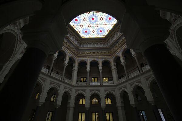 Nacionalna i univerzitetska biblioteka Bosne i Hercegovine prvobitno se koristila kao gradska vijećnica i bila je najveća i najreprezentativnija zgrada austrougarskog perioda u Sarajevu. - Sputnik Srbija