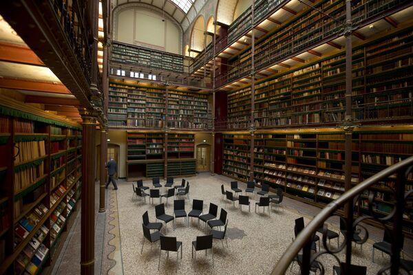 Istraživačka biblioteka Rijksmuzeum je najveća biblioteka za istraživanje istorije umetnosti u Holandiji i deo je muzeja umetnosti. - Sputnik Srbija
