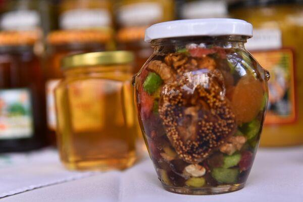 Мед и сушено воће у меду - Sputnik Србија