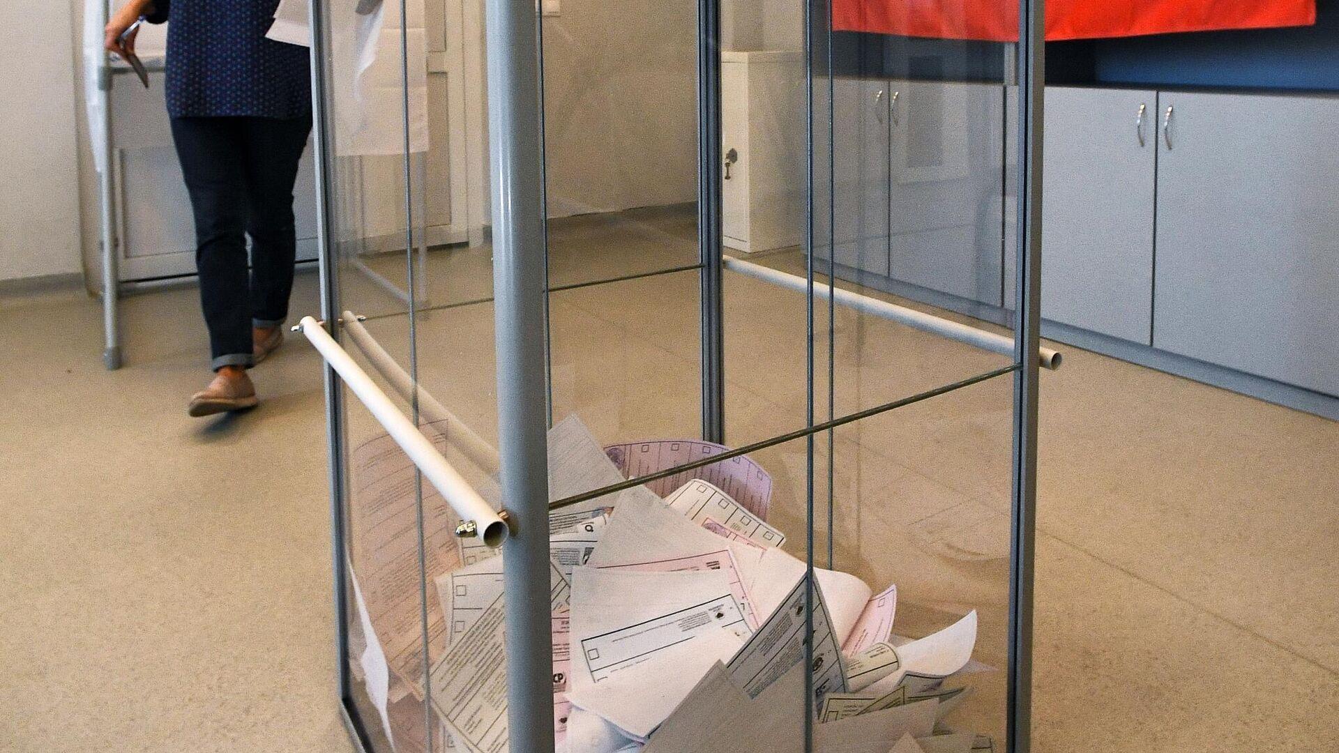 Glasačka kutija na biračkom mestu u Vladivostoku - Sputnik Srbija, 1920, 20.09.2021