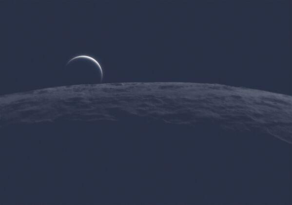 У перспективи која подсећа на свемирксе мисије, лунарни хоризонт је крунисан планетарним полумесецом. Међутим, ово није Земља која се уздиже изнад Месеца снимљена сондом која кружи око нашег сателита.Ово је Венера непосредно пре него што је Месец заклони, посматрано са Земље, при дневном светлу. Месечев каменити хоризонт изгледа веома мрачно, за разлику од блиставог полумесеца планете обавијеног белим облацима.Forges-les-Bains, Île-de-France, Француска, 19. јуна 2020. - Sputnik Србија