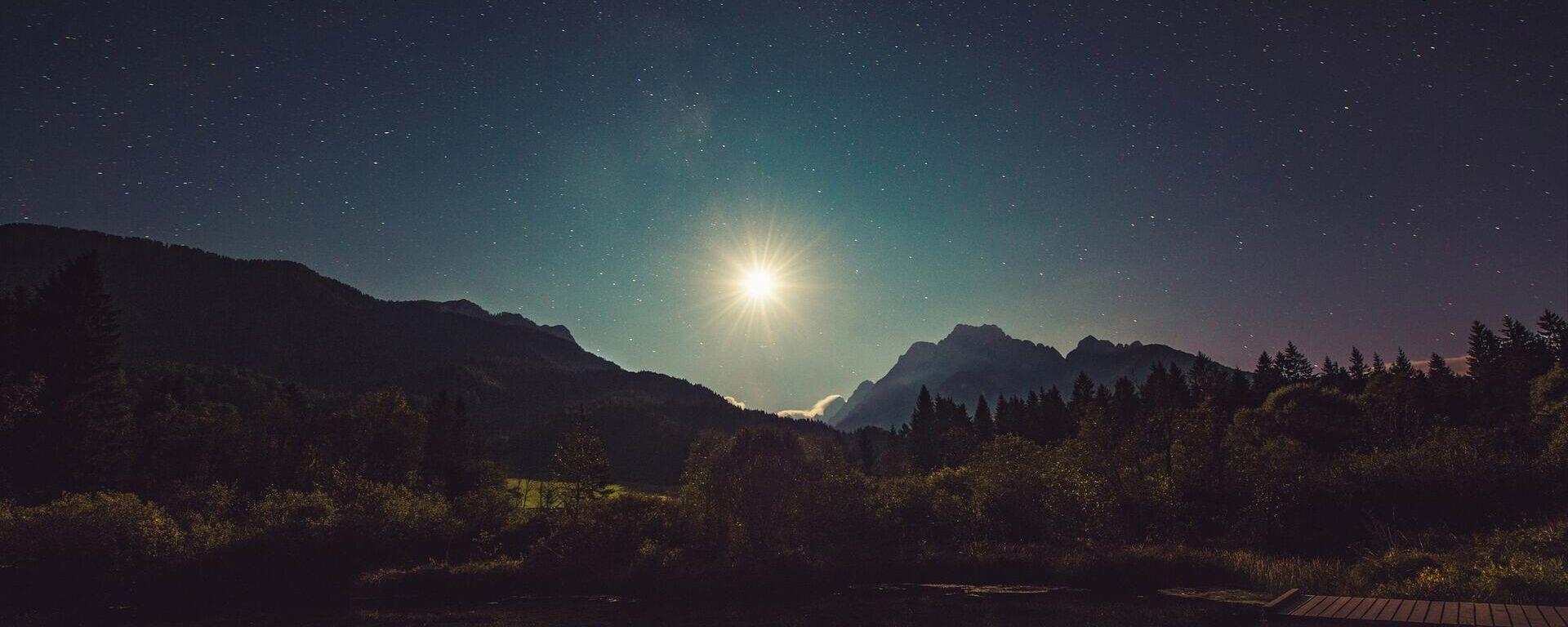 Sjajna zvezda na noćnom nebu - Sputnik Srbija, 1920, 20.09.2021