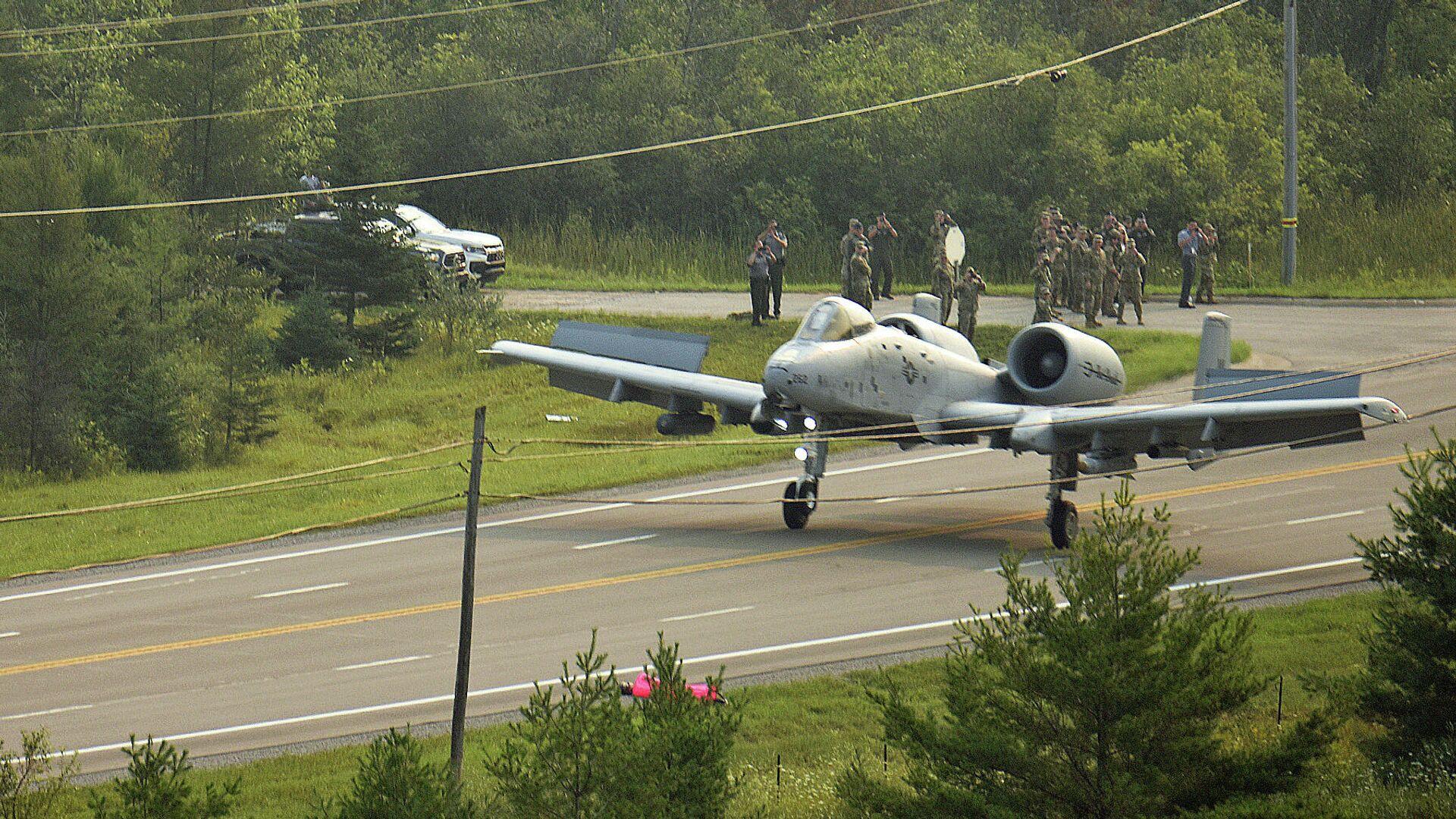 Američki vojni avion A-10 sleće na auto-put u Mičigenu - Sputnik Srbija, 1920, 22.09.2021
