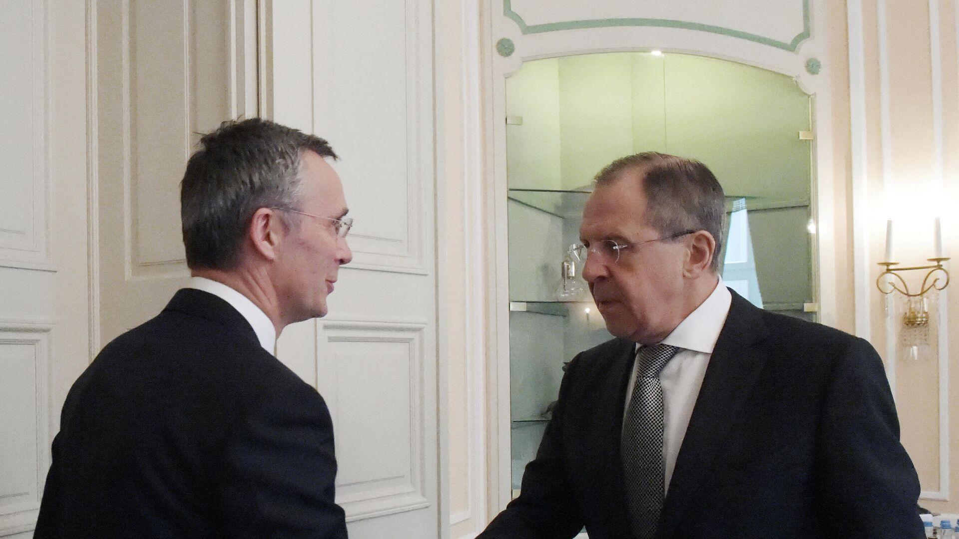 Министар спољних послова Русије Сергеј Лавров са генералним секретаром НАТО-а Јенсом Столтенбергом - Sputnik Србија, 1920, 23.09.2021