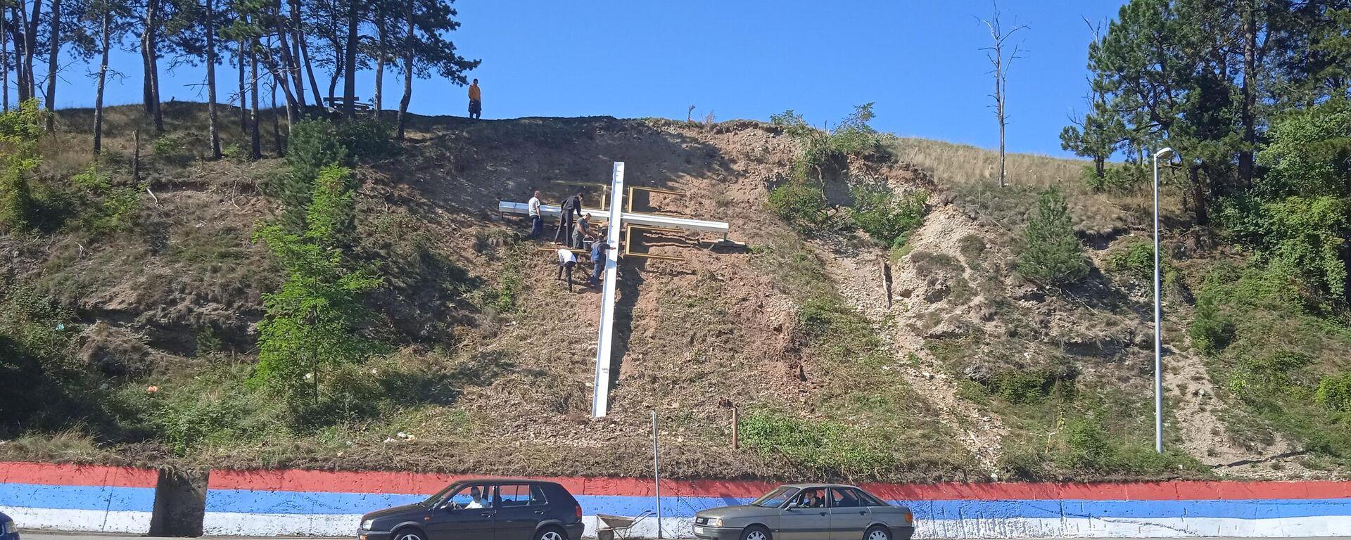 Постављање крста у Беранама у част доласка патријарха Порфирија - Sputnik Србија, 1920, 25.09.2021