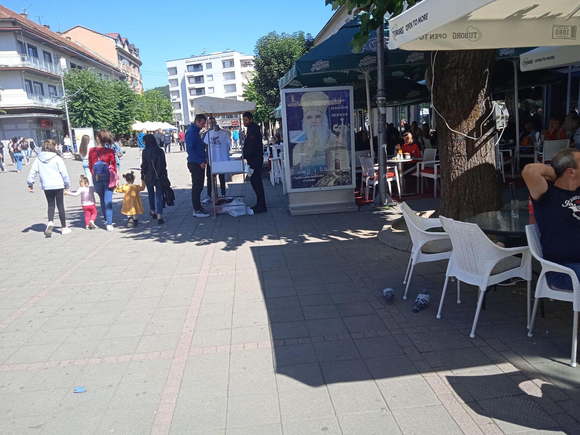 Главна улица у Беранама, билборд са ликом покојног митрополита Анфилохија  - Sputnik Србија, 1920, 25.09.2021