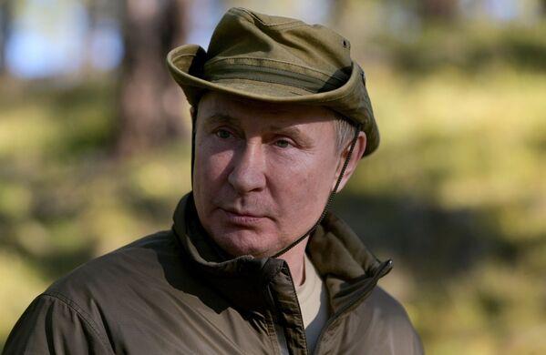 Путин препун утисака. Посебно су га одушевили сибирски јелени. - Sputnik Србија