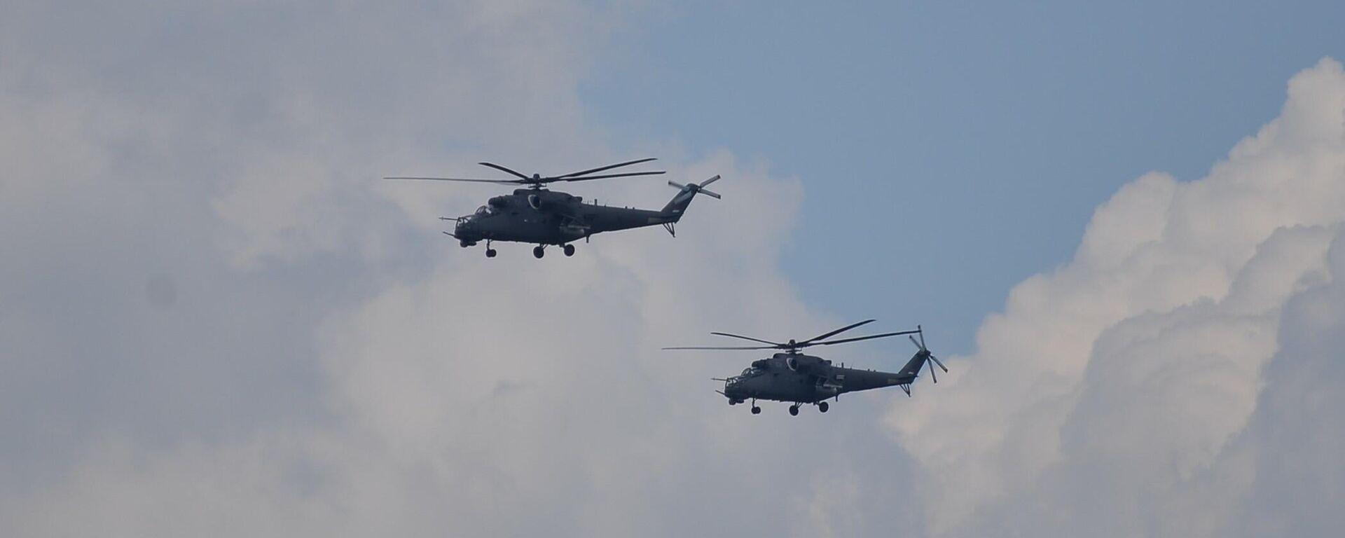 Хеликоптери Војске Србије Ми-35, познатији као ђавоље кочије или летеће тврђаве - Sputnik Србија, 1920, 01.10.2021