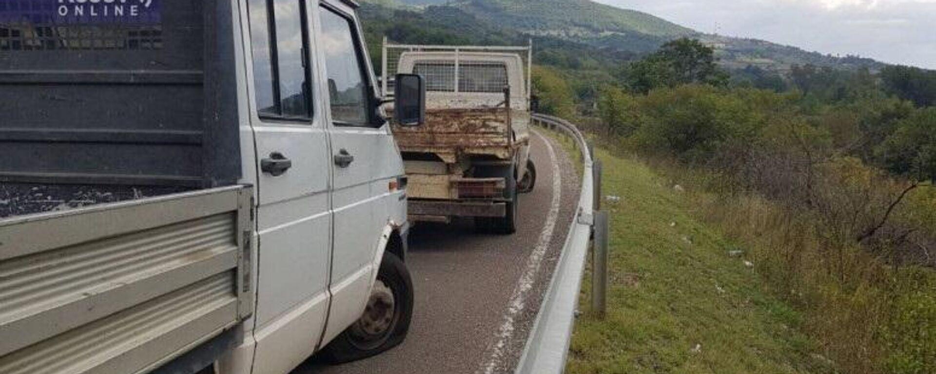 Isečene gume srpskih kamiona na Jarinju, Srbi sumnjaju na pripadnike ROSU - Sputnik Srbija, 1920, 01.10.2021