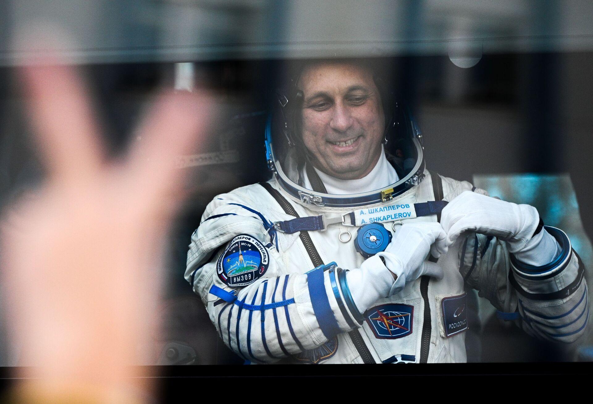 Kosmonavt Anton Škaplerov pered startom kosmičeskogo korablя Soюz MS-19 na kosmodrome Baйkonur - Sputnik Srbija, 1920, 05.10.2021