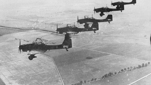 Немецкие самолеты Junkers Ju 87 в небе, 1939 год - Sputnik Србија