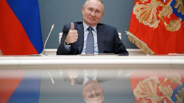 Prezident Rossii Vladimir Putin v formate videokonferencii prinimaet učastie v toržestvennoй ceremonii po slučaю načala sooruženiя tretьego эnergobloka AЭS Akkuю v tureckoй provincii Mersin - Sputnik Srbija