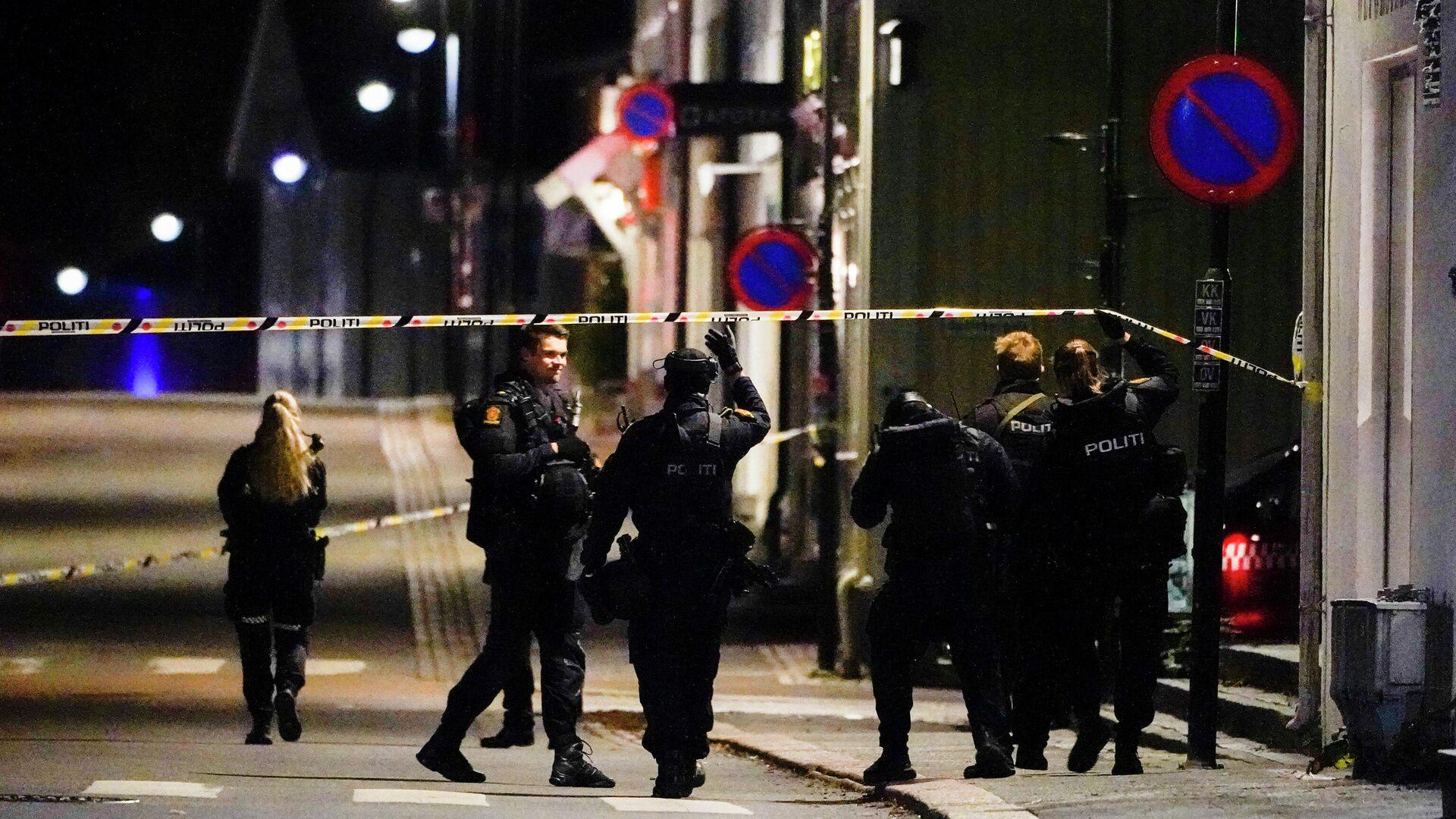 Напад стрелом у норвешком граду Конгсбургу, полиција на увиђају - Sputnik Србија, 1920, 13.10.2021