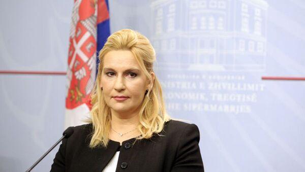 Зорана Михајловић изјавила је да нико није одустао од концесије за изградњу дела ауто-пута на Коридору 11 и да ће ускоро бити настављени преговори с кинеским компанијама. - Sputnik Србија