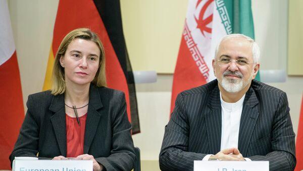 Шефица дипломатије ЕУ Федерика Могерини и ирански министар спољних послова Мохамад Џавад Зариф - Sputnik Србија